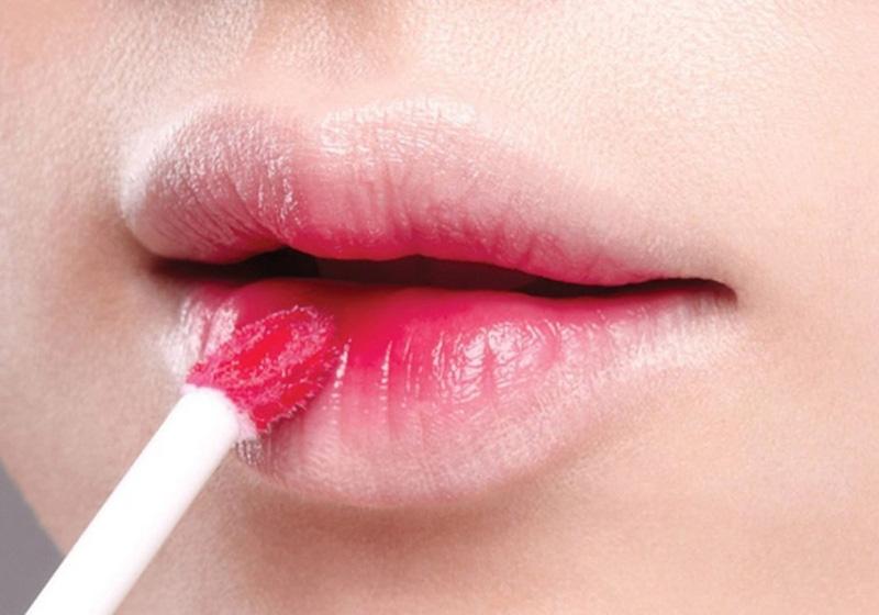 tô son lòng môi giúp gương mặt thanh thoát nhẹ nhàng